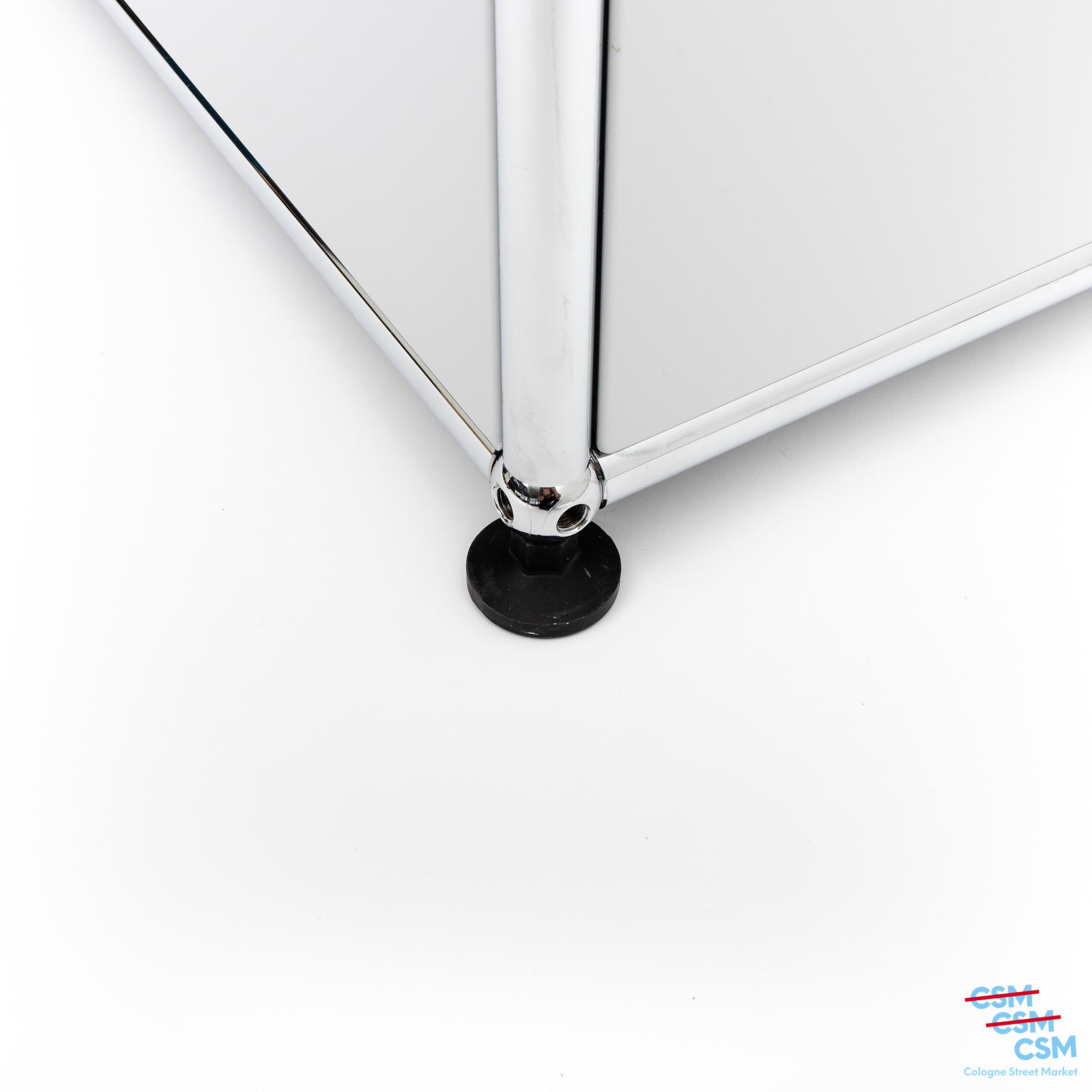 USM-Haller-Sideboard-mit-Klappen-Lichtgrau-gebraucht-kaufen