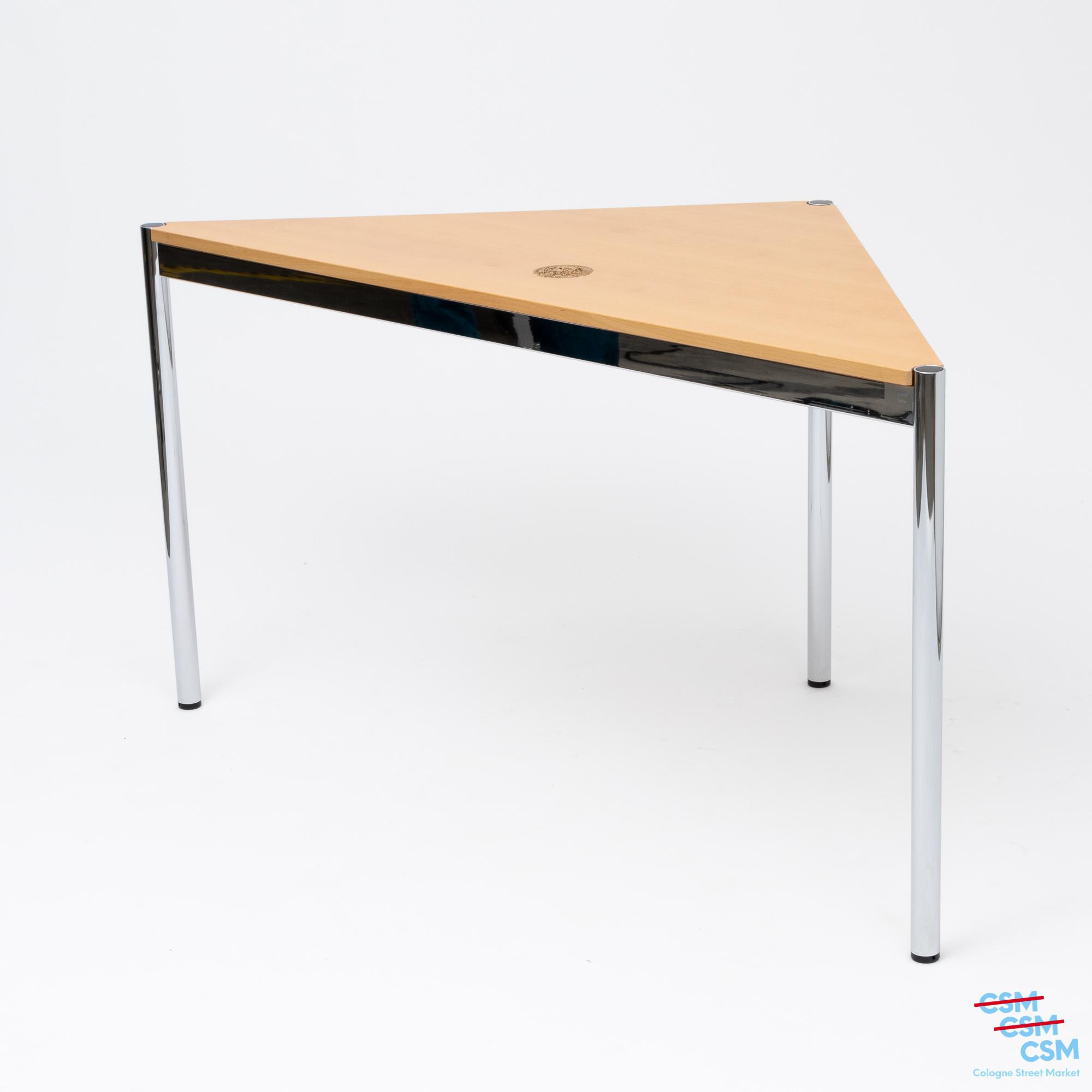 USM Haller Tisch dreieckig mit Loch Buche gebraucht 1